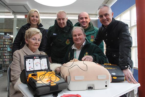 defibrillator_group_shot