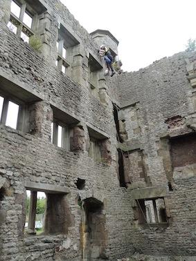 dzg_castle_weeding