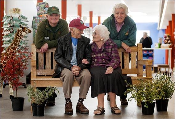 dzg_ivor_parents_bench_2web